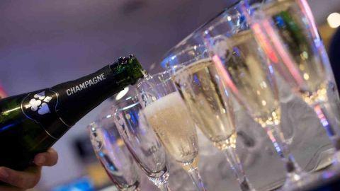 2020_07_champagne-joa-coupes-g-perret Joa Casino Les Pins