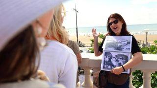 Visite Ville Nouvelle avec la guide conférencière Priscilla Giboteau - Crédit Jacques Boulissiere