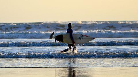 Surf aux Sables d'Olonne en Vendée