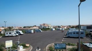 aire-camping-car-port-olona-credit-antoine-martineau
